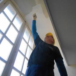 même avec un escabeau , je ne touche pas le plafond, chef je fais comment