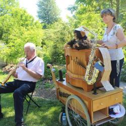 Flora et Pierre Yves (saxophoniste)