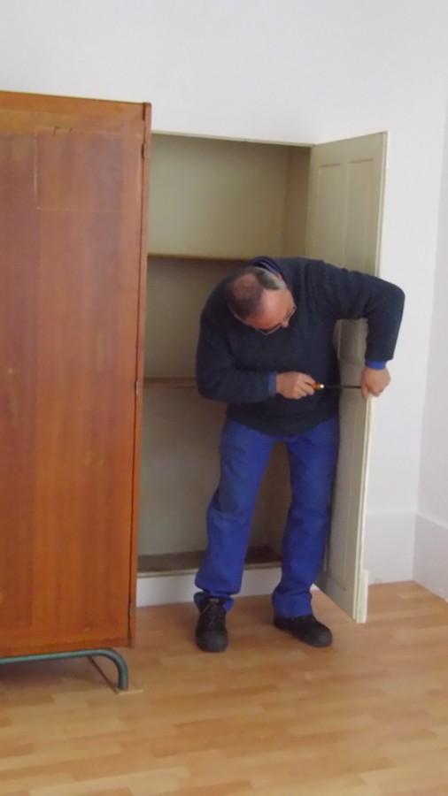 ici Roland s'occupe d'un placard