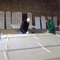 ici peinture des volets 2 iéme couche blanche