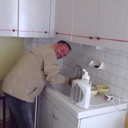 et lui, il s'en lave les mains, ah ! cette peinture