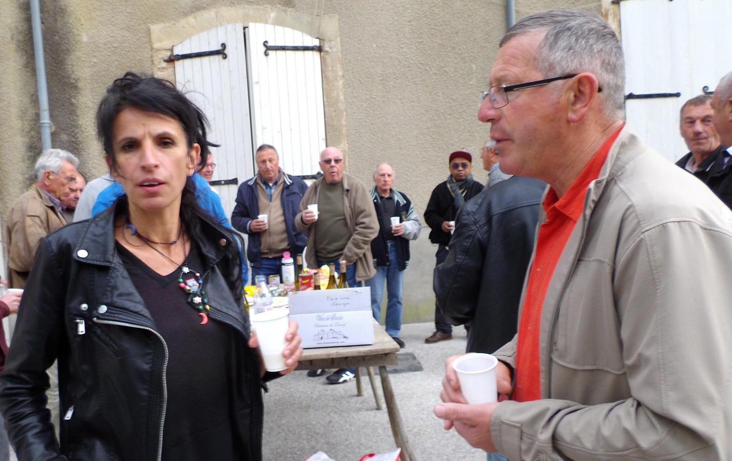 Mme la Directrice en discussion avec André