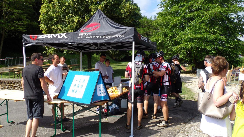 ravitaillement des marcheurs et cyclistes