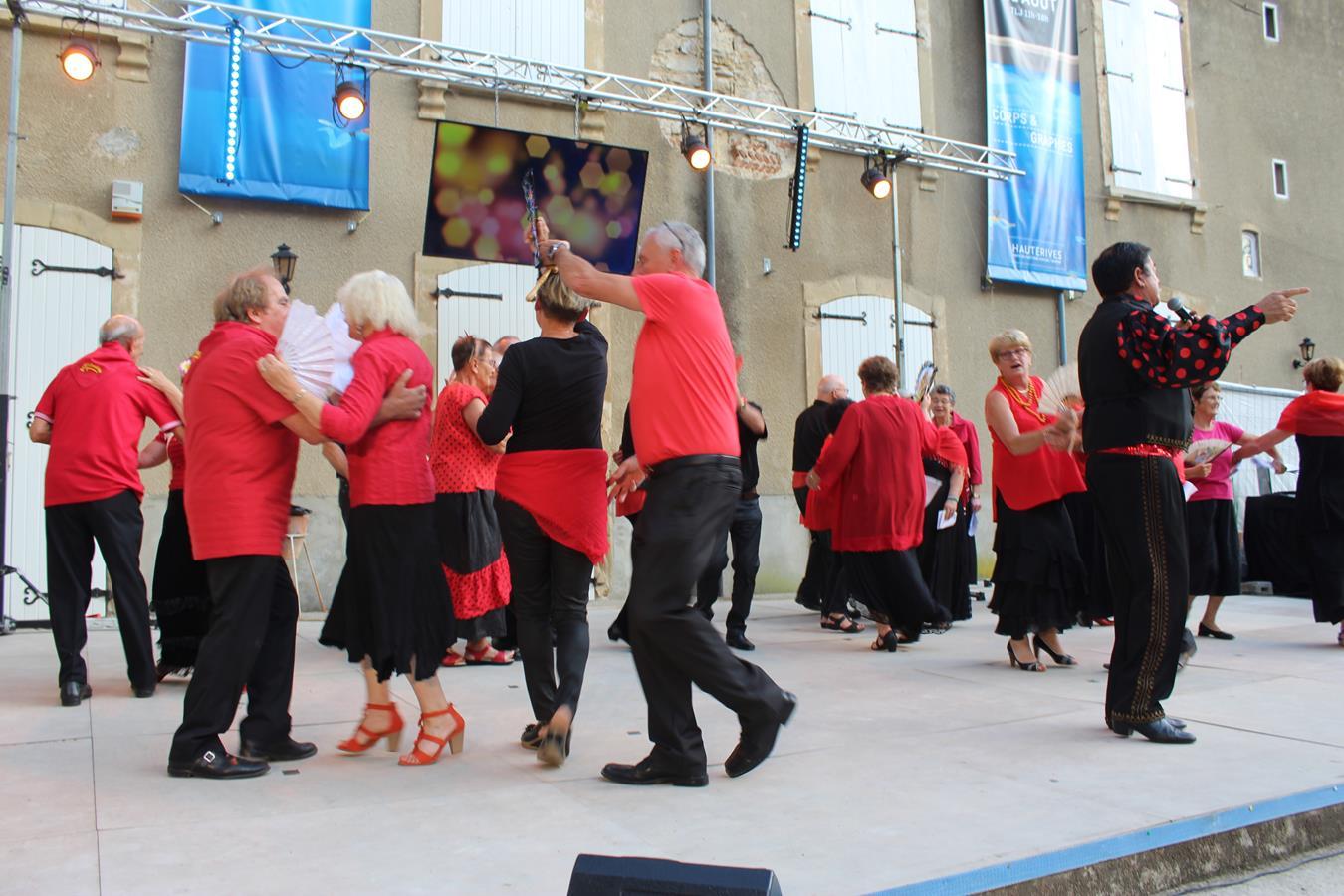 les chanteurs savent aussi danser