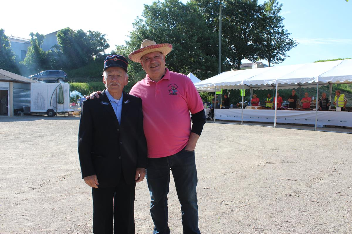 le préposé petit Paul avec son ami Jean Mi