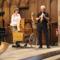 Flora et le saxophoniste Pierre