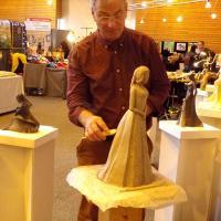 création d'une statue en terre