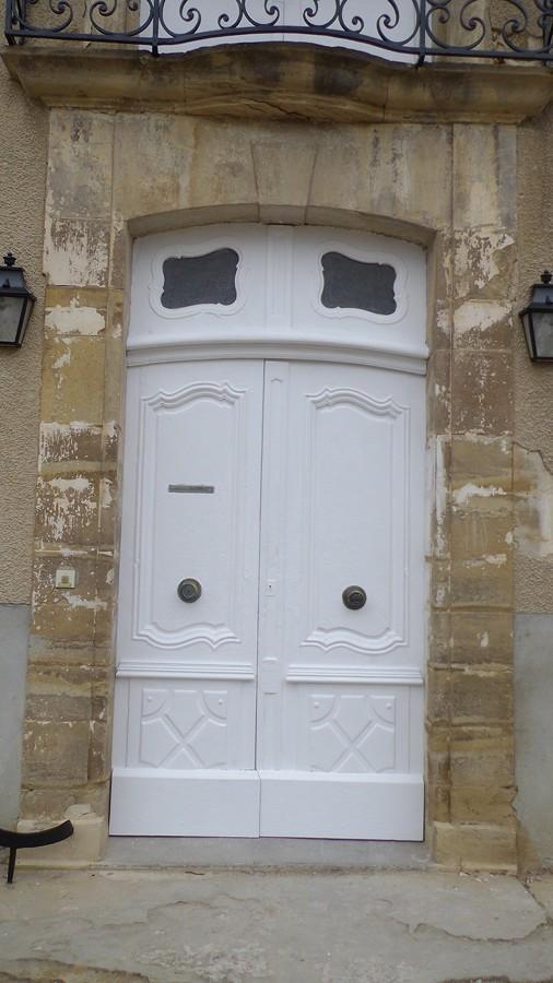la porte d'entrée rénovée