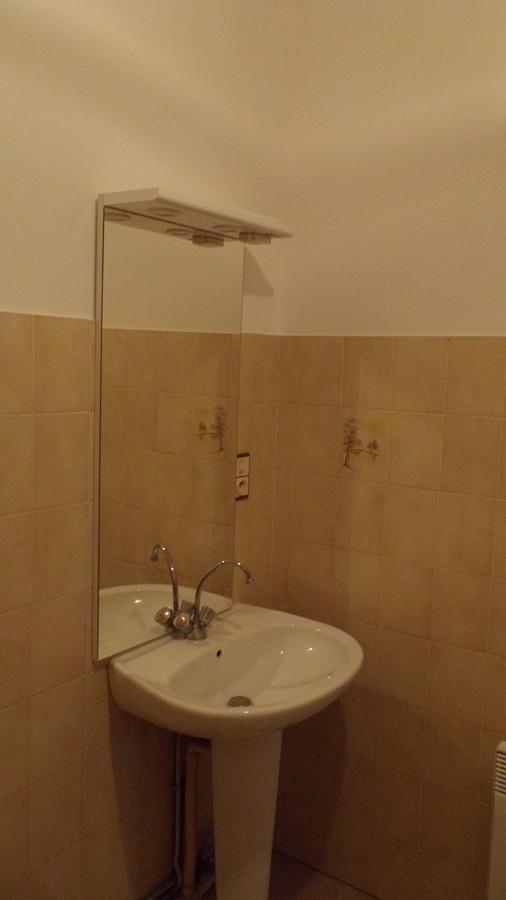 la salle de bain de l'appart repeint
