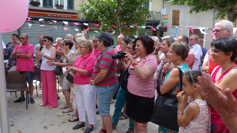 les Hauterivois applaudissent les gagnants et Bernard Vallet