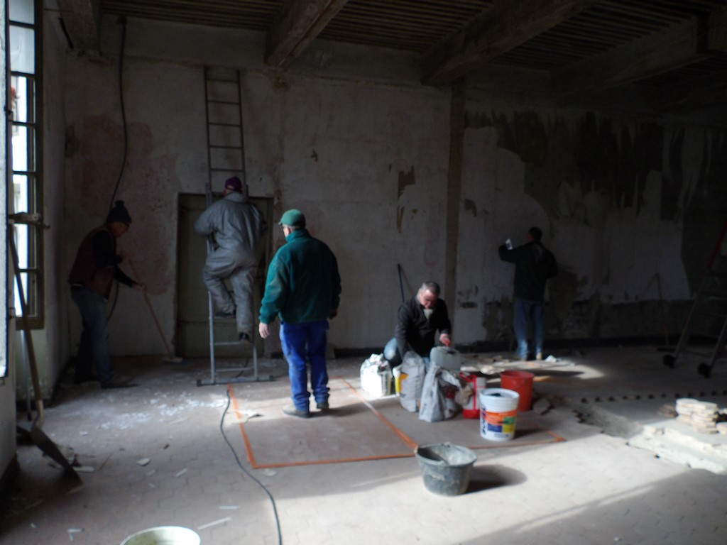 en action, préparation platre, peinture